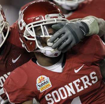 GLENDALE, AZ - JANUARY 01:  Tony Jefferson #1 of the Oklahoma Sooners reacts while taking on the Connecticut Huskies during the Tostitos Fiesta Bowl at the Universtity of Phoenix Stadium on January 1, 2011 in Glendale, Arizona.  (Photo by Ronald Martinez/