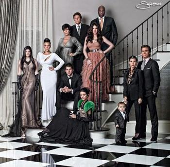 Kardashianjenner2010christmascard_display_image