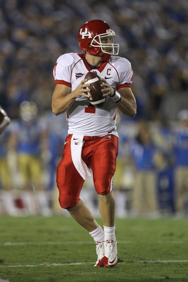 PASADENA, CA - SEPTEMBER 18:  Quarterback Case Keenum #7 of the Houston Cougars at the game against the UCLA Bruins in the second quarter at the Rose Bowl on September 18, 2010 in Pasadena, California.  UCLA won 31-13.  (Photo by Stephen Dunn/Getty Images