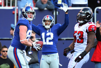 EAST RUTHERFORD, NJ - NOVEMBER 22:  Kevin Boss #89 of the New York Giants celebrates his first touchdown with teammate Steve Smith #12 as Mike Peterson #53 of the Atlanta Falcons on November 22, 2009 at Giants Stadium in East Rutherford, New Jersey.  (Pho