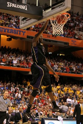SYRACUSE, NY - MARCH 25:  Justin Holiday #22 of the Washington Huskies dunks against the West Virginia Mountaineers during the east regional semifinal of the 2010 NCAA men's basketball tournament at the Carrier Dome on March 25, 2010 in Syracuse, New York