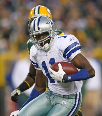 GREEN BAY, WI - NOVEMBER 15: Roy Williams #11 of the Dallas Cowboys runs with the ball after a catch against the Green Bay Packers at Lambeau Field on November 15, 2009 in Green Bay, Wisconsin. The Packers defeated the Cowboys 17-7. (Photo by Jonathan Dan