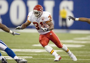 INDIANAPOLIS - NOVEMBER 18: Priest Holmes #31 of the Kansas City Chiefs carries the ball during the game against the Indianapolis Colts on November 18, 2007 at the RCA Dome in Indianapolis, Indiana. The Colts defeated the Chiefs 13-10. (Photo by Dilip Vis