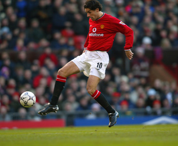 22 Dec 2001:  Ruud van Nistelrooy of Manchester United brings the ball under control during the FA Barclaycard Premiership match against Southampton played at Old Trafford, in Manchester, England. Manchester United won the match 6-1. DIGITAL IMAGE.   \ Ma