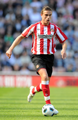 SUNDERLAND, ENGLAND - APRIL 30:  Jordan Henderson of Sunderland goes for the ball during the Barclays Premier League match between Sunderland and Fulham at Stadium of Light on April 30, 2011 in Sunderland, England.  (Photo by Chris Brunskill/Getty Images)