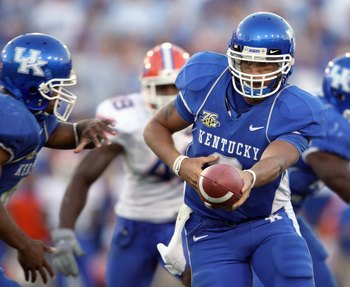 LEXINGTON, KY - OCTOBER 20: Andre Woodson #3 of the Kentucky Wildcats hands off the ball during the game against the Florida Gators on October 20, 2007 at Commonwealth Stadium in Lexington, Kentucky. (Photo by Andy Lyons/Getty Images)