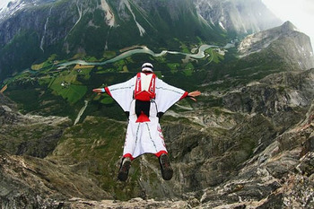 Wingsuit-basejump_display_image