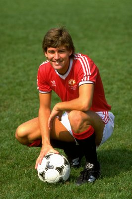 1983:  Bryan Robson of Manchester United at Old Trafford in Manchester, England. \ Mandatory Credit: David Cannon /Allsport