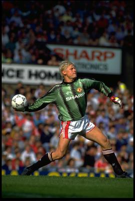 AUG 1991:  PETER SCHMEICHEL THE MANCHESTER UNITED GOALKEEPER THROWS THE BALL OUT DURING A FIRST DIVISION GAME AT OLD TRAFFORD.