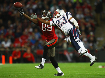 LONDON, ENGLAND - OCTOBER 25:  Antonio Bryant (#89) of Tampa Bay Buccaneers and Leigh Bodden (#23) of the New England Patriots compete for the ball during the NFL International Series match between New England Patriots and Tampa Bay Buccaneers at Wembley