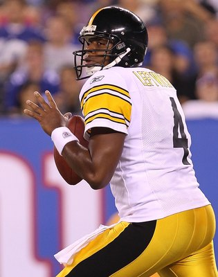 EAST RUTHERFORD, NJ - AUGUST 21:  Byron Leftwich #4 of the Pittsburgh Steelers passes against the New York Giants during their preseason game at New Meadowlands Stadium on August 21, 2010 in East Rutherford, New Jersey.  (Photo by Nick Laham/Getty Images)