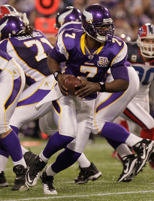 MINNEAPOLIS, MN - DECEMBER 05:  Tavaris Jackson #7 of the Minnesota Vikings drops back against the Buffalo Bills at the Mall of America Field at the Hubert H. Humphrey Metrodome on December 5, 2010 in Minneapolis, Minnesota.  (Photo by Nick Laham/Getty Im