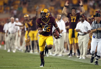 TEMPE, AZ - SEPTEMBER 04:  Runningback Deantre Lewis #25 of the Arizona State Sun Devils scores a 28 yard touchdown reception against the Portland State Vikings during the second quarter of the college football game at Sun Devil Stadium on September 4, 20