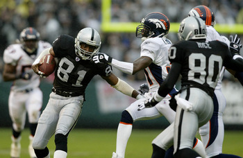 OAKLAND, CA - NOVEMBER 30:  Tim Brown #81 of the Raiders runs with the ball during the Denver Broncos v Oakland Raiders game on November 30, 2003 at Network Associates Coliseum in Oakland, California.  (Photo by Jonathan Ferrey/Getty Images)