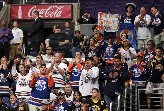 LOS ANGELES, CA - JUNE 25:  Edmonton Oilers' fans cheer during the 2010 NHL Entry Draft at Staples Center on June 25, 2010 in Los Angeles, California.  (Photo by Bruce Bennett/Getty Images)