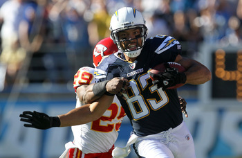 SAN DIEGO - DECEMBER 12:  Wide receiver Vincent Jackson #83 of the San Diego Chargers carries for a first down on an end around against safety Eric Berry #29 of the Kansas City Chiefs at Qualcomm Stadium on December 12, 2010 in San Diego, California.  (Ph