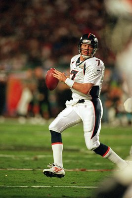 31 Jan 1999:   John Elway #7 of the Denver Broncos looks to pass the ball during the Superbowl XXXIII against the Atlanta Falcons at the Pro Player Stadium in Miami, Florida. The Broncos defeated the Falcons 34-19. Mandatory Credit: Al Bello  /Allsport
