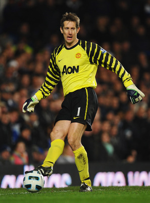 LONDON, ENGLAND - MARCH 01:  Goalkeeper Edwin van der Sar of Manchester United in action during the Barclays Premier League match between Chelsea and Manchester United at Stamford Bridge on March 1, 2011 in London, England.  (Photo by Clive Mason/Getty Im