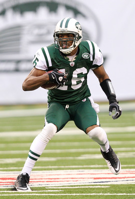 EAST RUTHERFORD, NJ - JANUARY 02:  Brad Smith #16 of the New York Jets runs down field against the Buffalo Bills at New Meadowlands Stadium on January 2, 2011 in East Rutherford, New Jersey.  (Photo by Michael Heiman/Getty Images)