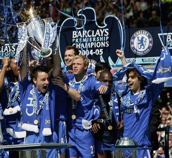 LONDON - MAY 7:  John Terry lifts the trophy up as his Chelsea team mates celebrate receiving the Barclays Premiership Trophy at Stamford Bridge on May 7, 2005 in London, England.  (Photo by Ben Radford/Getty Images)