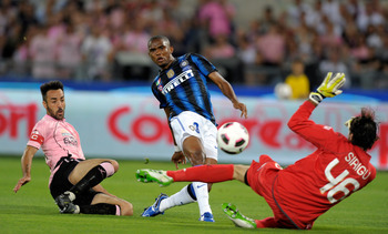 ROME, ITALY - MAY 29:  Samuel Eto'o of Inter Milan scores the first goal during the Tim Cup final between FC Internazionale Milano and US Citta di Palermo at Olimpico Stadium on May 29, 2011 in Rome, Italy.  (Photo by Claudio Villa/Getty Images)