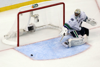 BOSTON, MA - JUNE 08:  Roberto Luongo #1 of the Vancouver Canucks tends goal against the Boston Bruins during Game Four of the 2011 NHL Stanley Cup Final at TD Garden on June 8, 2011 in Boston, Massachusetts.  (Photo by Jim Rogash/Getty Images)