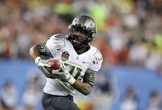 GLENDALE, AZ - JANUARY 10:  LaMichael James #21 of the Oregon Ducks runs down field against the Auburn Tigers during the Tostitos BCS National Championship Game at University of Phoenix Stadium on January 10, 2011 in Glendale, Arizona.  (Photo by Christia