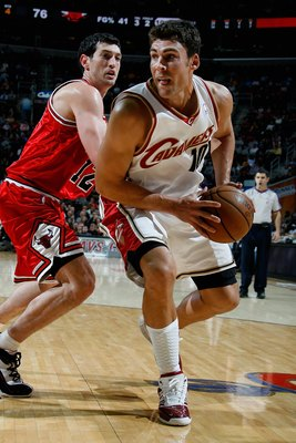 CLEVELAND - NOVEMBER 5:  Wally Szczerbiak #10 of the Cleveland Cavaliers moves around Kirk Hinrich #12 of the Chicago Bullsduring the game on November 5, 2008 at Quicken Loans Arena in Cleveland, Ohio.  The Cavaliers won 107-93.  NOTE TO USER: User expres