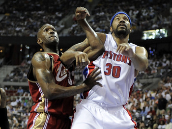 AUBURN HILLS, MI - APRIL 26: Rasheed Wallace #32 of the Detroit Pistons battles for a rebound with Joe Smith #32 of the Cleveland Cavaliers in Game Four of the Eastern Conference Quarterfinals during the 2009 NBA Playoffs at the Palace of Auburn Hills on