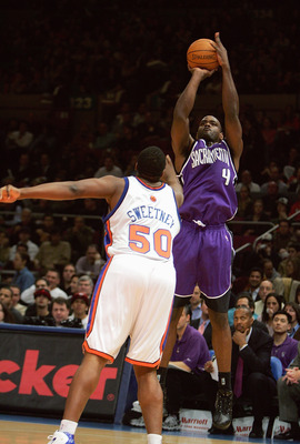 NEW YORK - JANUARY 4:  Chris Webber #4 of the Sacramento Kings shoots a jump shot against Michael Sweetney #50 of the New York Knicks on January 4, 2005 at Madison Square Garden in New York City. The Kings won 105-98.  NOTE TO USER: User expressly acknowl