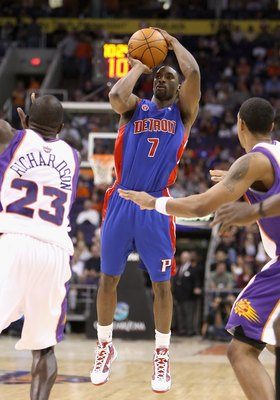 PHOENIX - NOVEMBER 22:  Ben Gordon #7 of the Detroit Pistons puts up a shot during the NBA game against the Phoenix Suns at US Airways Center on November 22, 2009 in Phoenix, Arizona. The Suns defeated the Pistons 117-91.  NOTE TO USER: User expressly ack