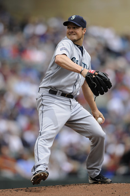 MINNEAPOLIS, MN - MAY 25: Erik Bedard #45 of the Seattle Mariners pitches against the Minnesota Twins during the first inning of their game on May 25, 2011 at Target Field in Minneapolis, Minnesota. (Photo by Hannah Foslien/Getty Images)