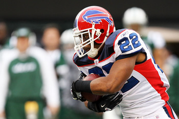 EAST RUTHERFORD, NJ - JANUARY 02:  Fred Jackson #22 of the Buffalo Bills runs down field against the New York Jets at New Meadowlands Stadium on January 2, 2011 in East Rutherford, New Jersey.  (Photo by Michael Heiman/Getty Images)
