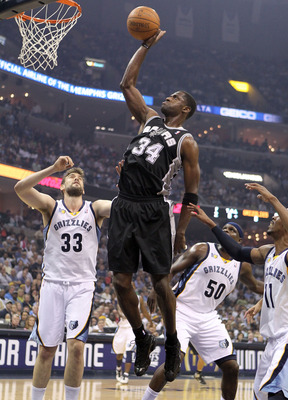 MEMPHIS, TN - APRIL 25:  Antonio McDyess #34 of the San Antonio Spurs shoots the ball during the game against the Memphis Grizzlies in Game Four of the Western Conference Quarterfinals in the 2011 NBA Playoffs at FedExForum on April 25, 2011 in Memphis, T