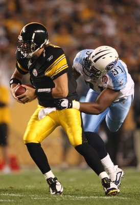 PITTSBURGH - SEPTEMBER 10:  Defensive end Jason Jones #91 tries to stop quarterback Ben Roethlisberger #7 of the Pittsburgh Steelers during the first quarter of the NFL season opener against the Tennessee Titans at Heinz Field on September 10, 2009 in Pit