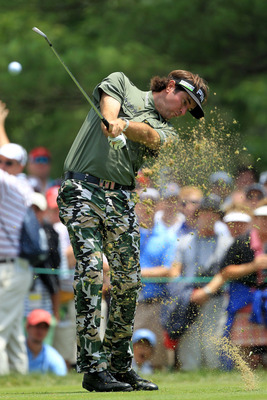 BETHESDA, MD - JUNE 16:  Bubba Watson watches his tee shot on the eigth hole during the first round of the 111th U.S. Open at Congressional Country Club on June 16, 2011 in Bethesda, Maryland.  (Photo by David Cannon/Getty Images)