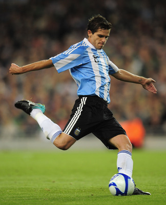 DUBLIN, IRELAND - AUGUST 11:  Fernando Gago of Argentina in action during the International Friendly match between Republic of Ireland and Argentina at the Aviva Stadium on August 11, 2010 in Dublin, Ireland.  (Photo by Shaun Botterill/Getty Images)