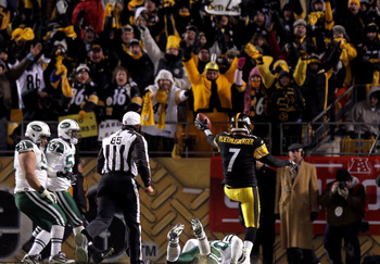 PITTSBURGH, PA - JANUARY 23:  Ben Roethlisberger #7 of the Pittsburgh Steelers runs for a second quarter touchdown against the New York Jets during the 2011 AFC Championship game at Heinz Field on January 23, 2011 in Pittsburgh, Pennsylvania. The Steelers