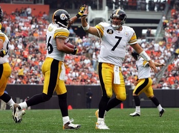 CLEVELAND - SEPTEMBER 09:  Ben Roethlisberger #7 and Hines Ward #86 of the Pittsburgh Steelers celebrate a touchdown against the Cleveland Browns during their season opening game at Cleveland Browns Stadium on Septmber 9, 2007 in Cleveland, Ohio.  (Photo