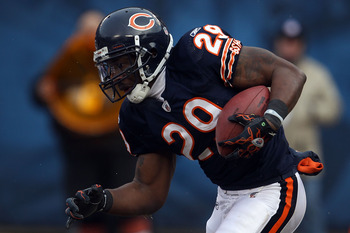 CHICAGO, IL - JANUARY 16:  Chester Taylor #29 of the Chicago Bears runs the ball against the Seattle Seahawks in the 2011 NFC divisional playoff game at Soldier Field on January 16, 2011 in Chicago, Illinois.  (Photo by Jonathan Daniel/Getty Images)