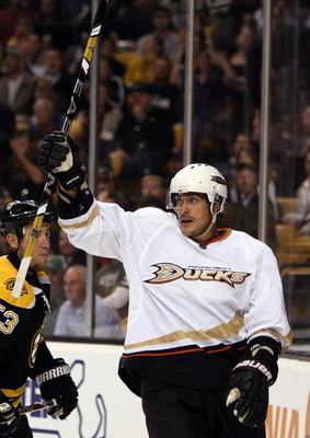 BOSTON - OCTOBER 08:  Teemu Selanne #8 of the Anaheim Ducks celebrates his second goal in the second period against the Boston Bruins on October 8, 2009 at the TD Garden in Boston, Massachusetts.  (Photo by Elsa/Getty Images)