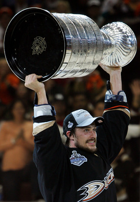 ANAHEIM, CA - JUNE 06:  Teemu Selanne #8 of the Anaheim Ducks hoists the Stanley Cup after his team's victory over the Ottawa Senators 6-2 during Game Five of the n June 6, 2007 at Honda Center in Anaheim, California.  (Photo by Jim McIsaac/Getty Images)