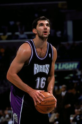 4 Dec 1999:  Predraq Stojakovic #16 of the Sacramento Kings shooting a free throw during the game against the Washington Wizards at the MCI Center in Washington, D.C. The Kings defeated the Wizards 114-104.   Mandatory Credit: Doug Pensinger  /Allsport