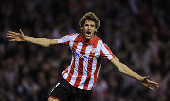 BILBAO, SPAIN - JANUARY 05:  Fernando Llorente of Athletic Bilbao celebrates scoring his sides equalizing goal during the round of last 16 Copa del Rey second leg match between Athletic Bilbao and FC Barcelona at Estadio de San Mames on January 5, 2011 in