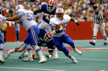 1988:  Drew Hill #35 of the Houston Oilers runs the ball during a 1988 season NFL game against the Buffalo Bills.  (Photo by Simon Bruty/Getty Images)