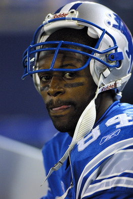 08 Oct 2001:  Herman Moore of the Detroit Lions looks on during the game against the St.Louis Rams at the Pontiac Silverdome in Pontiac, Michigan. The Rams defeated the Lions 35-0. DIGITAL IMAGE. Mandatory Credit: Tom Pidgeon/Allsport