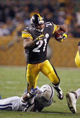 PITTSBURGH - NOVEMBER 9:  Mewelde Moore #21 of the Pittsburgh Steelers carries the ball during the game against the Indianapolis Colts on November 9, 2008 at Heinz Field in Pittsburgh, Pennsylvania. (Photo by: Rick Stewart/Getty Images)