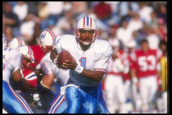 22 Sep 1991:  Quarterback Warren Moon of the Houston Oilers moves the ball during a game against the New England Patriots at Foxboro Stadium in Foxboro, Massachusetts.  The Patriots won the game, 24-20. Mandatory Credit: Rick Stewart  /Allsport