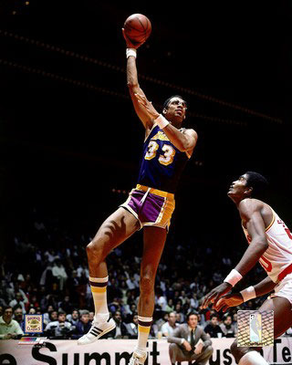 Kareem-abdul-jabbar-hook-shot-posters_display_image