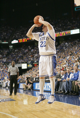 LEXINGTON, KY - MARCH 05: Patrick Sparks #22 of the Kentucky Wildcats makes a jump shot against the Florida Gators on March 5, 2005 at Rupp Arena in Lexington, Kentucky. The Gators won 79-64 .  (Photo by Andy Lyons/Getty Images)